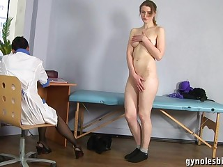 Doll Gynecologist Physician Turns Tremendous Woman To Lesbo Activity