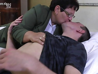 Proscribe mature MOM fucks her young house-servant