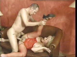 Pretty good woman enjoys unrefined fucked not later than an orgy session