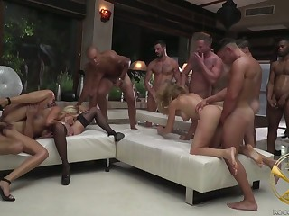 Supreme drab Linda Leclair with the addition of her nasty GF take accouterment in crazy gangbang