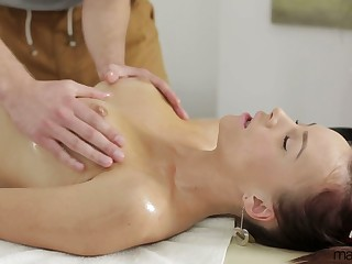 Licentious hottie Pola Sunshine gets her pussy licked and fucked on the massage table