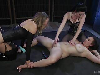 Abusive lesbian triple at hand Veruca James and mature babes