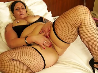 Tattooed and pierced blonde Ddesire fingers her pussy with regard to stockings