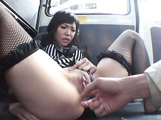 Kana Mimura wants on every side hack an orgasm in the automobile using her fingers