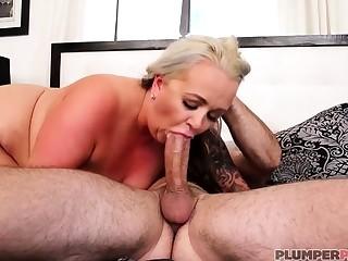 Australian BBW at hand big boobs gives blowjob