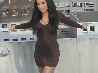 Schneller Blowjob und Fick auf dem Balkon von meiner sexy Freundin