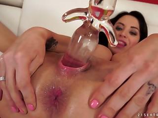 Sex-starved busty hooker Sandra Luberc is toying gormandizing wet pussy