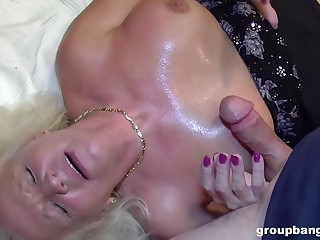 Erotic castle in the air and cum swallow for the naked auntie