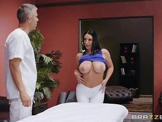 Angela White teases an obstacle massage therapist and gets penetrated