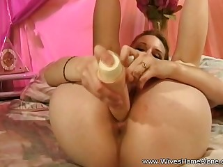 Pretty But Bored Housewife Masturbates And Yawning chasm Sex Toy