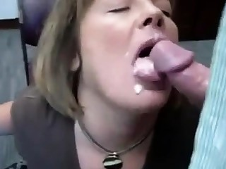RUSSIAN AMATEUR Old bag OFFICE BLOWJOB